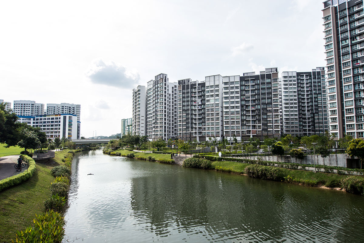 Picturesque Punggol Waterway meanders through the heart of the town, connecting facilities via convenient bike and foot paths.